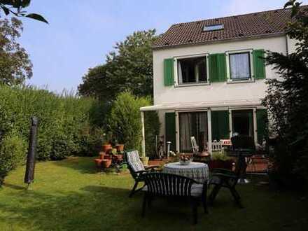 Frisch renoviertes Haus mit traumhaften Garten