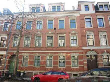 PROVISIONSFREI - Modernisierte, bezugsfreie Dachgeschoss-Wohnung in Zentrumsnähe