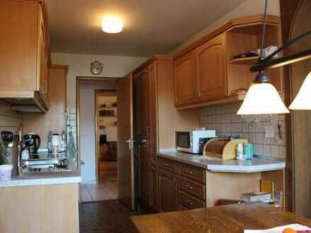 Gepflegte 4,5-Zimmer-Wohnung mit Balkon und Einbauküche in Nürtingen/Oberensingen