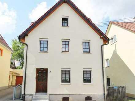 Wohnhaus in zentraler Lage mit Garten!