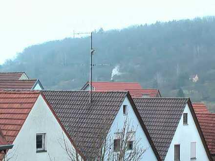 Gepflegte 2,5-Zimmer-Maisonette-Wohnung mit Balkon und EBK in Hessigheim