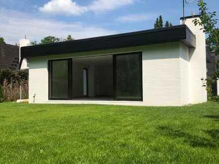 Erstbezug nach Sanierung mit Einbauküche: attraktiver Bungalow mit fünf Zimmern in Berlin-Wilhelmsta