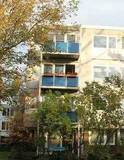 frisch renovierte 3-Zimmer Wohnung mit Balkon, Einbauküche und Garage