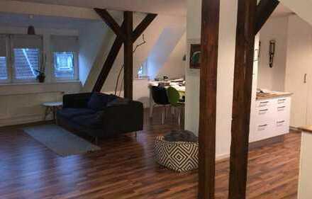 Top 3-Zimmer-DG-Wohnung mit Einbauküche, großem Wohn-Essbereich iim Martinsviertel (Darmstadt)