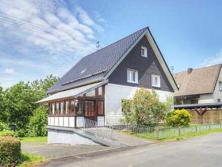 Geräumiges Ein- Zweifamilienhaus in schöner ruhiger Wohnlage