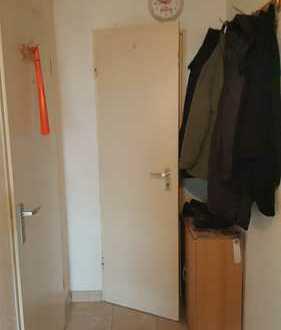 Preiswerte, modernisierte 2-Zimmer-Wohnung mit Balkon in Duisburg
