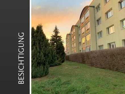 2 Räume, Balkon, Einbauküche und ein grünes Umfeld