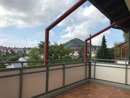 Vollständig renovierte 2 1/2-Zimmer-Wohnung mit Balkon und EBK in Eningen unter Achalm