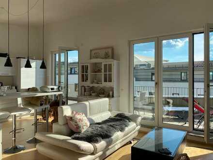 Neuwertige, helle 3-Zimmer-Wohnung mit großer Dachterasse und Einbauküche in bester Lage