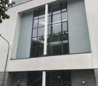 Moderne und hochwertige Büro-/Praxisfläche im Offenbacher Westend.