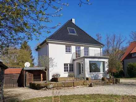 Stilvolles Einfamilienhaus mit schönem Garten, Doppelgarage u. Carport in Bad Salzuflen zu vermieten