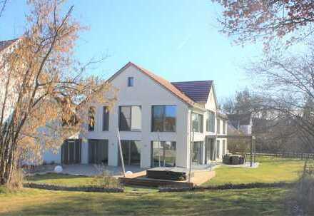 Exklusives, sehr großzügiges Einfamilienhaus mit ELW – Dreiseithof in 84104 Tegernbach