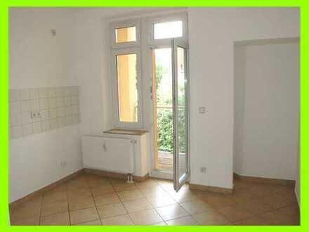 Familienwohnung in ruhiger Lage gesucht? Hier mit großem Wohnzimmer, Wannenbad und kleinem Südbalkon