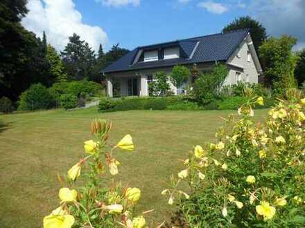 Von Privat an Privat. Repräsentatives Haus mit Ausblick ins Grüne in ruhiger und zentraler Lage