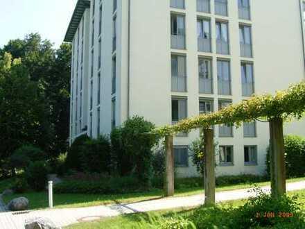 Ruhige, helle 4-Zimmer-Wohnung mit Balkon und Einbauküche in Starnberg