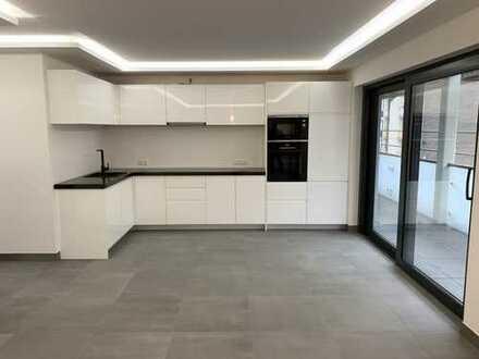 Neubau Erstbezug ! Traumhafte 3-Zimmerwohnung mit exkl. Einbauküche und Balkon !