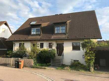 Schöne Doppelhaushälfte mit großem Grundstück in ruhiger Lage