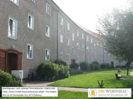 Helle und geräumige, modernisierte 2-Zimmer Wohnung in zentraler Lage