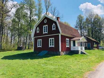 Geschmackvoll renoviertes Ferienhaus. Gangabstand zum See Bolmen