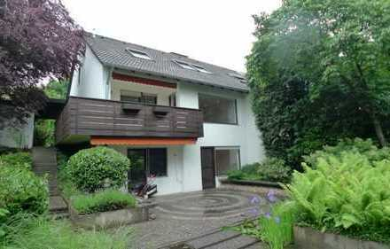 Doppelhaushälfte in grüner Umgebung mit großem Garten, Garage und Einbauküche