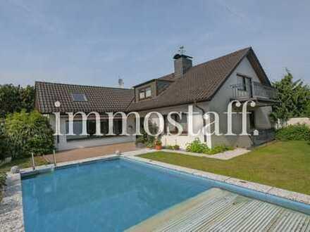 ANWESEN IN GRAFENWALD! Großes Einfamilienhaus mit Pool, Gewerbehalle & 3 Garagen. PROVISIONSFREI!