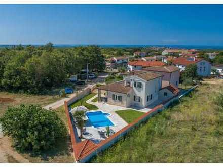 Landhausvilla mit Pool in attraktiver Lage
