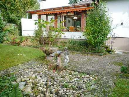 Freistehender Bungalow mit großem Garten und Garage