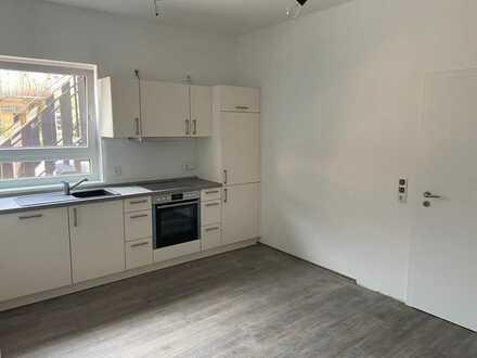Erstbezug nach Sanierung: ansprechende 2-Zimmer-Wohnung mit EBK in Bischheim
