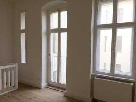 Mehr Mitte geht nicht: Sehr schöne zwei Zimmer Maisonette-Wohnung in Berlin