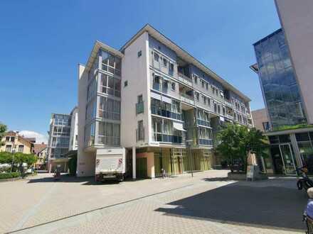2 Zimmer Wohnung im Eugen-Loderer- Zentrum - tolle Aussichtslage mit Schlossblick im 4. OG