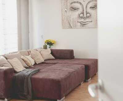 Stilvolle, geräumige 2-Zimmer-Penthouse-Wohnung mit Balkon und EBK in Frankfurt am Main