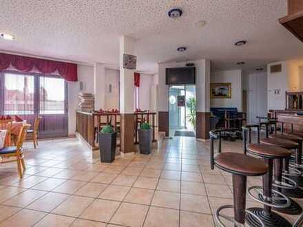 Restaurant mit Nebenraum und Außensitzplätzen - voll ausgestattet - vermietet - Renditeobjekt