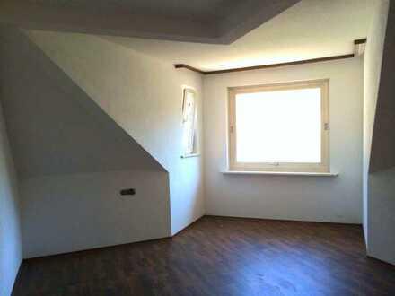 Ideal für Paare und die kleine Familie: Gepflegte 4-Zimmer DG-Wohnung