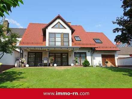 +++ Schmuckstück in Schifferstadt: Einfamilienhaus mit parkähnlichem Garten & Pool +++