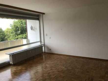 Helle gut geschnittene 2-Zimmer-Wohnung mit Balkon in Düsseldorf Heerdt.