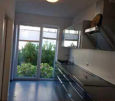 Schönes, neuwertiges Haus mit vier Zimmern in Köln, Widdersdorf