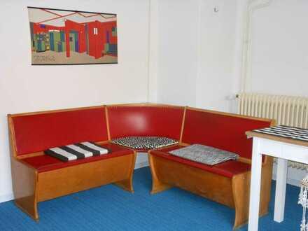 Zimmer und kleines Loft mit Wohn- und Schlaf-Zimmer zu vermieten, ideal fuer 2-3 Personen