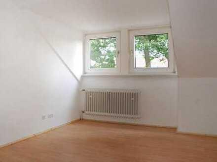 Ruhige, gemütliche 3,5-Zimmer DG-Wohnung von privat in guter Lage für Singles oder Paare
