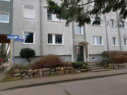 Gepflegte, gut vermietete 2,5 Zimmer - Wohnung mit Balkon im 1. OG zum angenehmen Preis