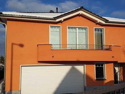 TOP Immobilie mit fünf Zimmern, Pool, Doppelgarage und Blick auf die Weinberge!