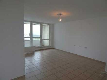 Sofort bezugsfertige und renovierte 3-ZKB Wohnung mit Stellplatz und 2 Balkonen