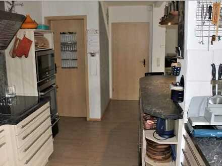 Vollständig renoviertes 4-Zimmer-Reihenhaus mit EBK in Borna, Zentral und 10 Gehminuten vom Bahnhof