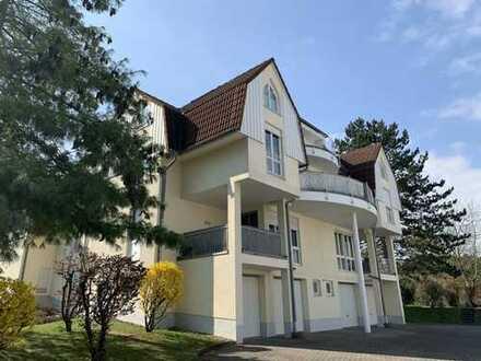 Sehr schön geschnittene 3-Zi.-Wohnung mit Balkon und Einbauküche in Oberursel