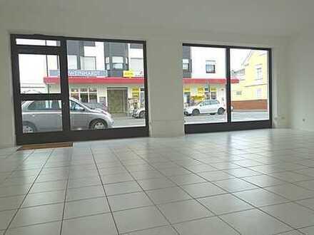 *** Mitten im Geschehen! Renovierte Ladenfläche direkt auf der Frankfurter Straße! ***