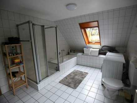 Nice room with private balcony and parking space in a large house - all inclusive rental