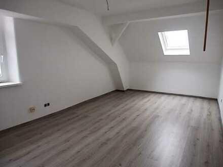 z. Zt. R E S E R V I E R T ***Generalsanierte DG Wohnung in Hammelburg mit Loggia
