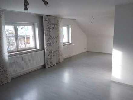 3,5-Zimmer-Dachgeschosswohnung mit Kellerraum und Stellplatz