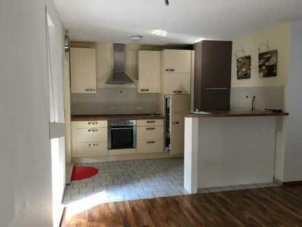 Ansprechende 3-Zimmer-Erdgeschosswohnung mit Terrasse, Gartenanteil und Einbauküche in Braunschweig