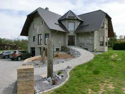 Burkau - individuelles Architektenhaus mit ELW in schöner Lage!
