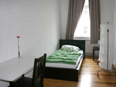 Zimmer in 3-WG an der coolsten Ecke Berlins 01-76-02